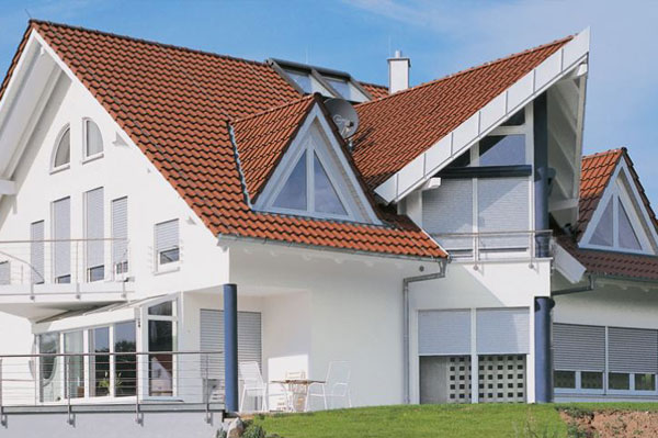Haus mit Aufsatz-Rollläden