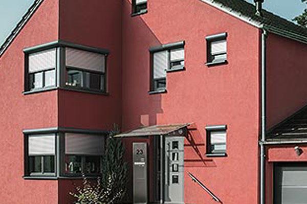 Haus mit Vorbau-Rollläden